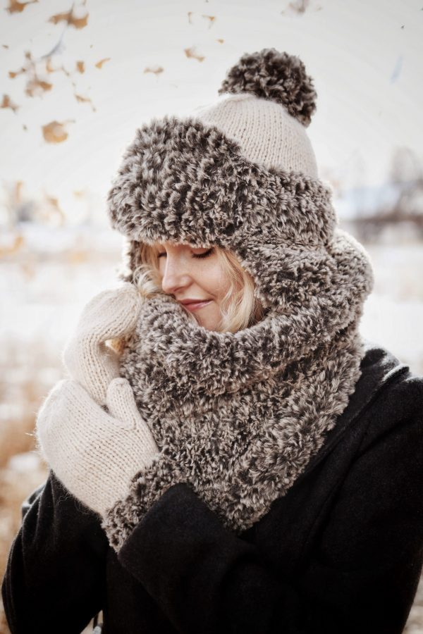 Easy knitting kit for a gorgeous faux fur cowl